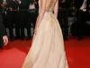 Ana de Armas conquista Cannes 2016: alfombra roja espalda