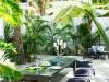 Decoración de terrazas y patios: mesa y bancos