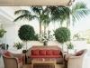 Decoración de terrazas y patios: sillones y plantas