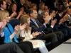 La Infanta Sofía y el Rey Felipe en el Santiago Bernabéu: en el palco aplaudiendo