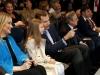 La Infanta Sofía y el Rey Felipe en el Santiago Bernabéu: en el palco hablando con su padre