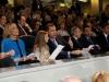 La Infanta Sofía y el Rey Felipe en el Santiago Bernabéu: en el palco