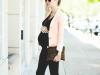 Looks para embarazadas de primavera: pantalones negros con blazer