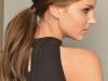 Peinados para invitadas de Comunión: coleta con tupé