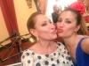 Rosa Benito y Gloria Camila en la Feria de Abril 2016: Rosa Benito y Nagore Robles besos