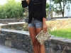 Shorts denim looks: camisa negra