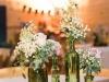 Adornos florales para bodas: botellas verdes