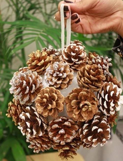 affordable adornos navidad pias adorno bola with adornos navideos con pias y velas with adornos navidad con pias - Adornos De Navidad Con Pias