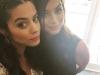Ana de Armas promoción 'Knock Knock': con Lorenza Izzo selfie