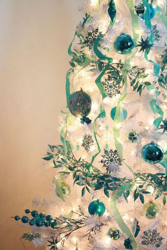 rbol de navidad blanco adornos azules y verdes rbol de navidad blanco adornos azules y verdes