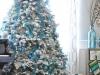 Árbol de Navidad blanco: adornos azul y plata