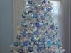Árbol de Navidad blanco: adornos azules
