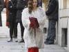 Blanca Suárez looks primer capítulo Lo que escondían sus ojos: abrigo blanco