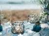 Boda Ibicenca en la playa: centros de mesa con velas