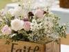 Centros de mesa para bodas de madera: caja Faith