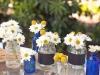 Centros de mesa para bodas botes de colores con margaritas