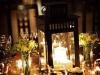 Centros de mesa para bodas con velas y flores silvestres