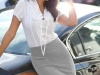 Cómo ir vestida a una entrevista de trabajo: falda gris con camisa blanca
