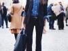 Cómo ir vestida a una entrevista de trabajo: pantalones con americana y camisa vaquera