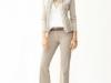 Cómo ir vestida a una entrevista de trabajo: pantalones con americana beige