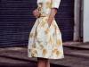Cómo vestirse para un bautizo: vestido blanco y amarillo