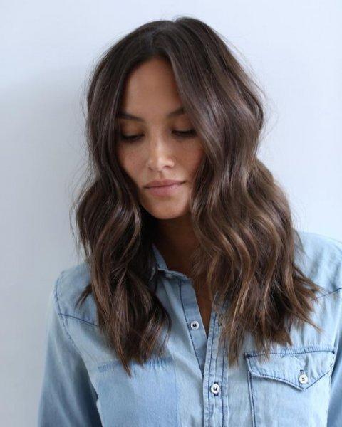 Corte de pelo en largo ondulado