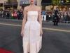 Dakota Johnson look lady de Balenciaga: posando