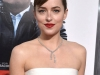 Dakota Johnson look lady de Balenciaga: primer plano