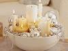 Decoración de Navidad chic: centro de mesa con velas y perlas