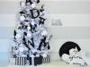Decoración de Navidad en blanco y negro: árbol con letras