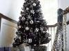 Decoración de Navidad en blanco y negro: árbol negro