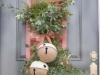 Decoración de Navidad en rosa: adorno en la puerta