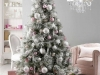 Decoración de Navidad en rosa: árbol con bolas