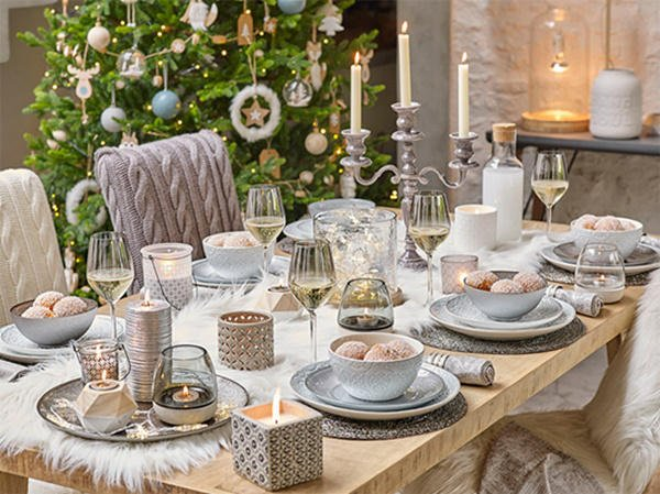 Decoración de Navidad plateada: mesa