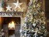 Decoración de Navidad plateada: árbol y chimenea vintage