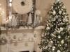 Decoración de Navidad plateada: árbol y chimenea
