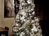 Decoración de Navidad plateada: árbol con luces