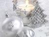 Decoración de Navidad plateada: velas y bolas