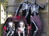 Disfraces de Halloween para familias: Esqueletos con niños