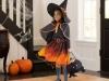 Disfraz de bruja para niña casero: modelo en negro y naranja con capa