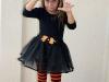 Disfraz de bruja para niña casero: modelo en negro y naranja