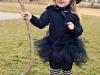 Disfraz de bruja para niña casero: modelo en negro