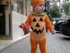 Disfraz de calabaza para bebés: Con medias naranjas