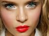 Errores de belleza que te hacen parecer mayor: exceso de iluminador y colorete