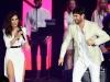 Grammy Latino gala Personaje del Año 2015: Malú y Melendi actuando