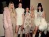 Kim Kardashian rubia platino desfile Kanye West: hermanas Kardashian