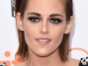 Kristen Stewart alfombra roja Toronto 2015: look de Chanel detalle maquillaje