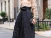 Looks de encaje: falda midi negra