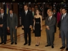 Los Reyes en Oviedo en el concierto de los Premios Princesa de Asturias 2016: posando con las autoridades