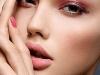 Maquillaje en tonos rosas: ojos, labios y uñas